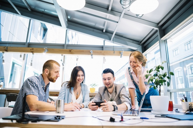 Emprendedores en su oficina
